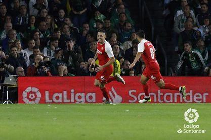 Ocampos y De Jong se estrenan con gol en el derbi