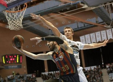 79-92. Baskonia levanta el vuelo con una victoria en casa del Obradoiro