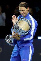 Nadal recibe el trofeo de número uno del mundo