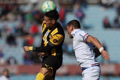 Nacional y Peñarol se miden en un Clásico uruguayo que vale más de tres puntos