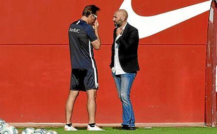 Monchi y Lopetegui, en un entrenamiento del Sevilla.