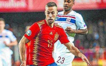 Canales y Bartra -junto con el ahora portero de la Roma Pau López- son los últimos béticos en vestir la camiseta de España.