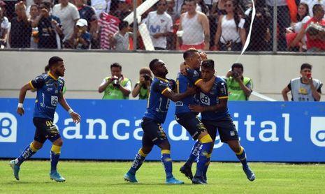 2-1. Delfín disfruta de sufrido triunfo ante Macará en semifinales en Ecuador