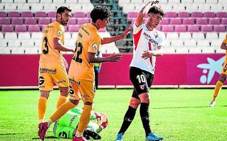 Pepe Mena, 'pichichi' franjirrojo, será una de las sensibles bajas del Sevilla Atlético.