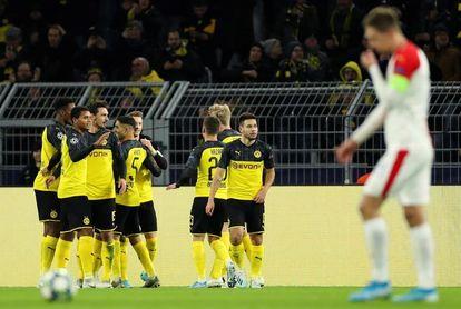 2-1. El Dortmund sufre pero gana y logra el pase a octavos