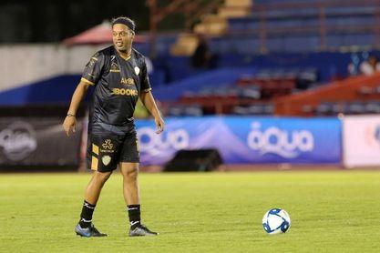 Los amigos de Blanco le ganan 6-5 a los de Ronaldinho, en un partido de leyendas