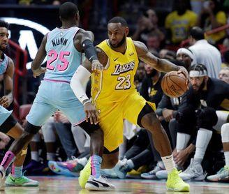 Bucks y Lakers no se cansan de ganar; Harden de superar los 50 puntos
