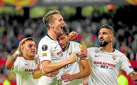 Los futbolistas del Sevilla festejan uno de sus goles en el 3-0 contra el Dudelange en el Sánchez-Pizjuán.