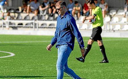 Pablo Casar, técnico del UM Escobedo, en un partido de Liga.