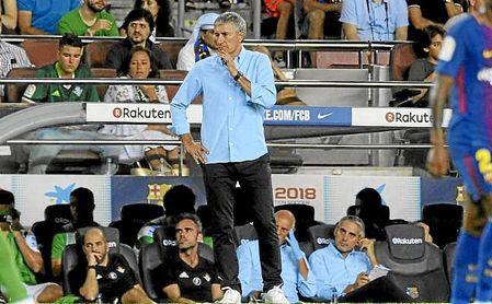 Quique Setién en el banquillo del Camp Nou en su etapa con el Betis.