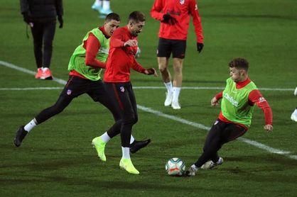 Trippier, listo para Eibar; Vitolo apunta al once