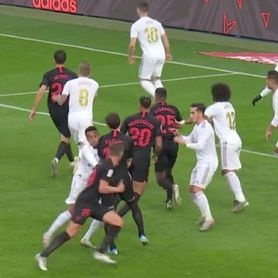 La jugada polémica del Real Madrid-Sevilla FC: ¿falta de Gudelj?