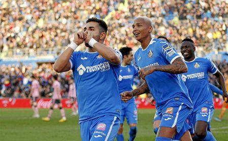 Ángel admite que tocó el balón con la mano.