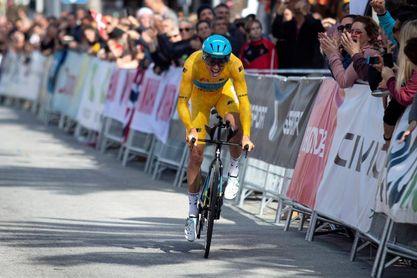 Jakob Fuglsang gana la ronda andaluza y el belga Dylan Teuns la última etapa