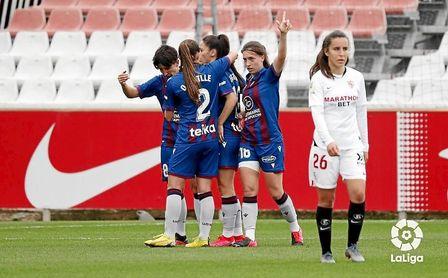 Las jugadores del Levante celebra el 0-2 ante el Sevilla.