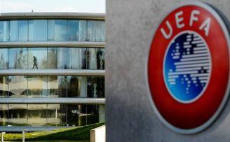 La máxima organización de fútbol europeo se plantea posponer sus torneos más relevantes.