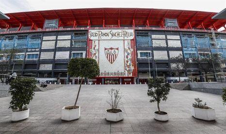 Sevilla y Betis cierran dependencias al público y apelan a quedarse en casa