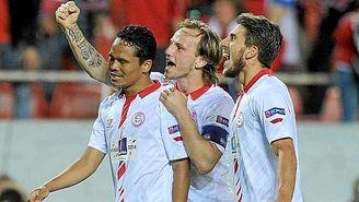 Rakitic se marchó del Sevilla portando el brazalete de capitán.