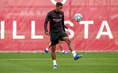 El brasileño Fernando, en un entrenamiento con el Sevilla.