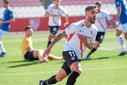 Pejiño celebra uno de sus dos goles ante el Villarrobledo.