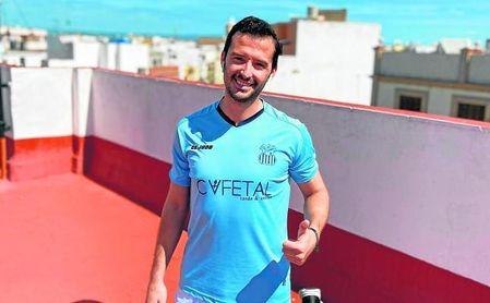 Antonio, ya recuperado, se ejercita en su casa con el plan individualizado del club y con la ilusión de volver a estar en forma pronto.