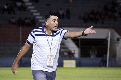 Técnico del Vida, sus asistentes y un jugador regresan a Uruguay