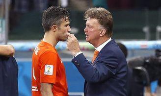 Van Persie revela que Van Gaal lo abofeteó en el Mundial de 2014