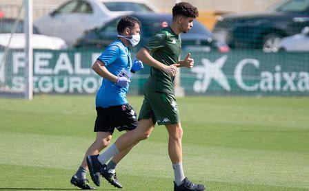 Mizzian, en un entrenamiento con el primer equipo del Betis.