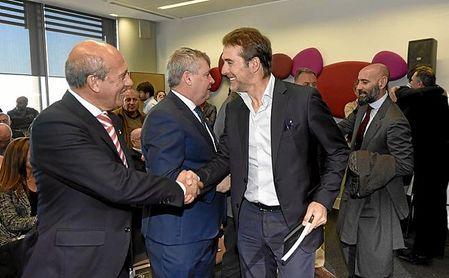 Del Nido, saludando a Lopetegui en un acto, ha concedido una entrevista a laSexta.