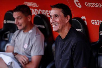 América de Cali suspende el contrato al técnico Guimaraes que lo sacó campeón