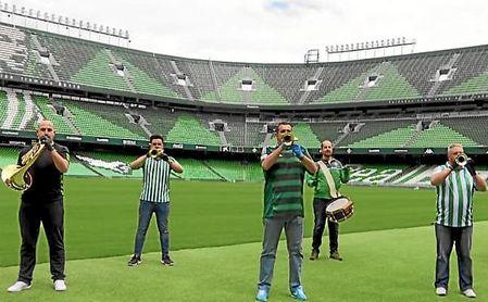 Varios miembros de Tres Caídas 'tocaron' en el Benito Villamarín.