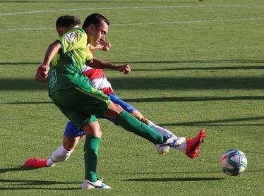 El chileno Orellana anuncia que jugó en Granada su último partido con el Eibar
