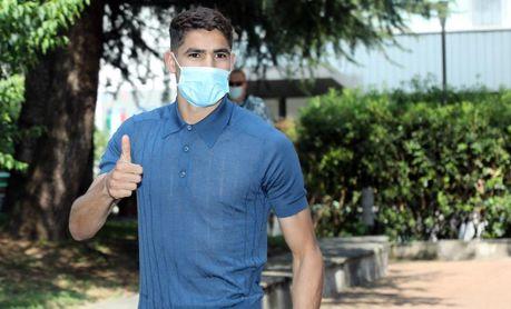Achraf Hakimi pasa en Milán el reconocimiento médico previo a su fichaje por el Inter