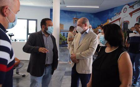 Además del estadio, Fernando Rodríguez Villalobos visitó el Consistorio de La Algaba.