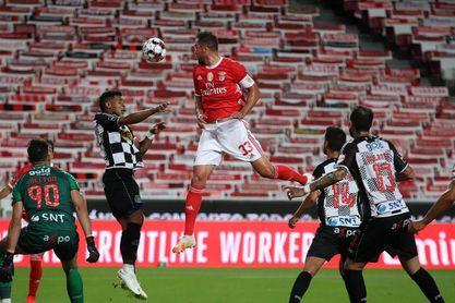 El Benfica gana al Boavista y rebaja su crisis