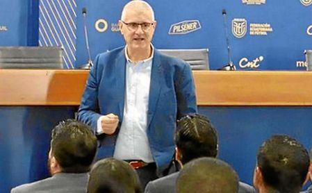 Antonio Cordón, en un acto como director deportivo ecuatoriano.