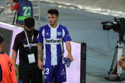 Ximo Navarro se marcha con molestias en el pie derecho