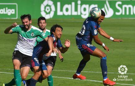 La derrota del Huesca deja al Cádiz a un punto del ascenso