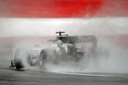 Hamilton firmó 'pole' en el diluvio y un gran Sainz sale tercero en Estiria