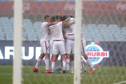 1-1. Nacional y Peñarol firman tablas en una tarde gris