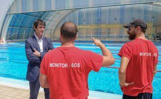 El Ayuntamiento cierra la piscina de Hytasa tras el positivo por Covid de un monitor.