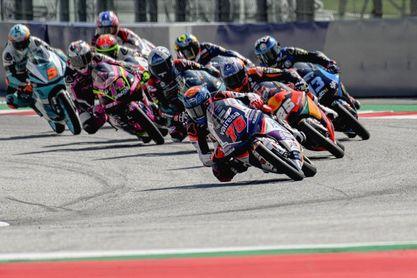Arenas sólido líder en Moto3 cambios constantes en Moto2