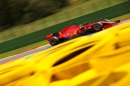 Hamilton entra en erupción, Ferrari se derrite