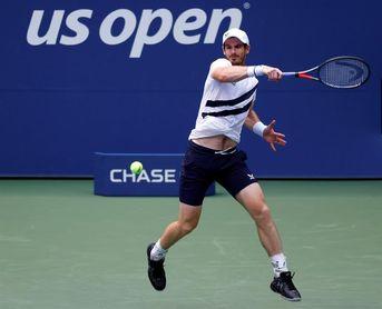 Murray brilla en su vuelta a un Grand Slam y pasa a segunda ronda