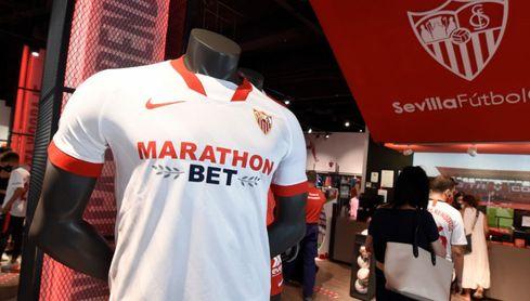 Las nuevas camisetas del Sevilla se ganan a la afición.