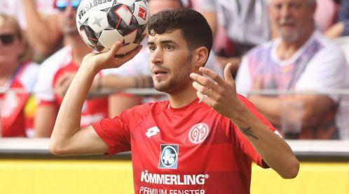 """Lo que ofrece el Betis por Aaron Martín """"no se acerca"""" a lo que pide el Mainz."""