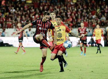 Alajuelense quiere seguir líder del fútbol en Cosa Rica y el Saprissa vuelve tras una cuarentena