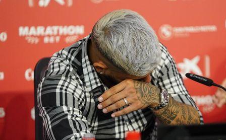 Banega no pudo contener las lágrimas en su despedida del Sevilla FC.