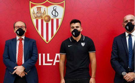 OFICIAL: Acuña es el quinto refuerzo del Sevilla y ya piensa en la Supercopa