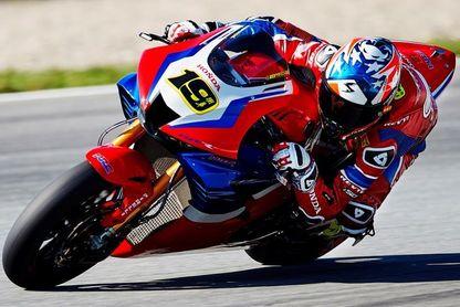 Victoria de Chaz Davies (Ducati) en la segunda carrera; Bautista, no puntúa